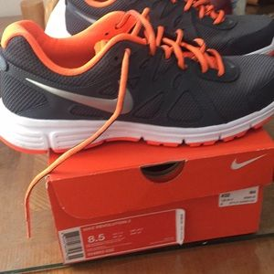 Nike revolution 8.5 great condition.👣👣